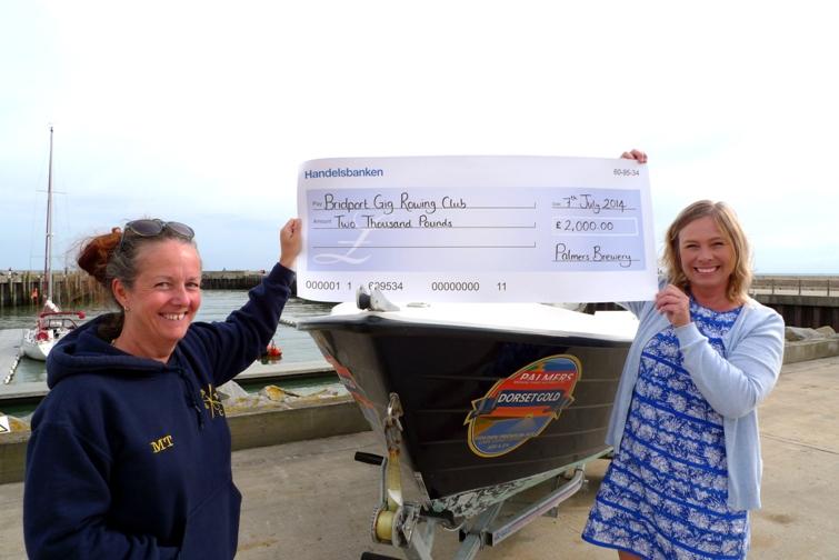 Palmers Brewery Fund donates £2000 to Bridport Gig Rowing Club